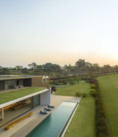 Modern House Facades, Modern Architecture House, Modern House Design, Architecture Design, Chinese Architecture, Futuristic Architecture, Contemporary Design, Studio Arthur Casas, Dream House Exterior