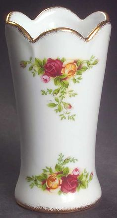 Royal Albert Old Country Roses Vase-Bud Royal Albert, Hamptons Hotels, The Hamptons, Roses Vase, Country Rose, Morning Flowers, Antique China, China Dinnerware, Craft Storage