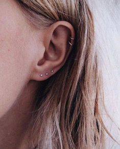 Trending Ear Piercing ideas for women. Ear Piercing Ideas and Piercing Unique Ear. Ear piercings can make you look totally different from the rest. Ear Jewelry, Cute Jewelry, Jewelry Accessories, Jewellery, Jewelry Shop, Jewelry Ideas, Fashion Jewelry, Ear Peircings, Cute Ear Piercings