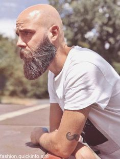 - Beard Tips Bald Men With Beards, Bald With Beard, Beard Game, Epic Beard, Beard Styles For Men, Hair And Beard Styles, Bald Beard Styles, Viking Beard Styles, Bald Men Style