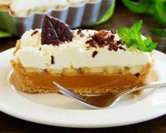 Tarte allégée sans cuisson banane, caramel et crème fouettée (façon banoffee pie) : http://www.fourchette-et-bikini.fr/recettes/recettes-minceur/tarte-allegee-sans-cuisson-banane-caramel-et-creme-fouettee-facon-banoffee