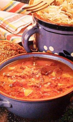 Kapustnica s klobásou | Báječné recepty Cheeseburger Chowder, Curry, Food And Drink, Soup, Ethnic Recipes, Red Peppers, Curries, Soups