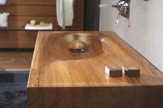 Flora Style w produkcji elementów wyposażenia wykorzystuje drewno, które sprawia, iż łazienka odznacza się nowoczesnością.