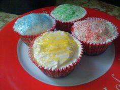 Delicious and simple vanilla cupcakes!