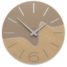 Moderni orologi da parete in legno rovere sbiancato. arredamento di ...