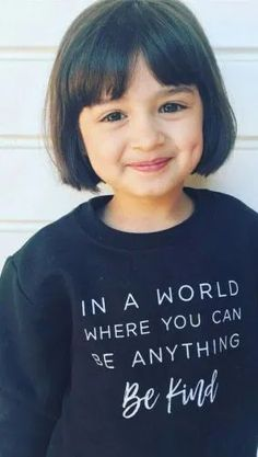 moda-e -arte (1) Cute Little Baby Girl, Cute Baby Girl Pictures, Pretty Little Girls, Pretty Kids, Baby Boy Photos, Baby Girl Haircuts, Girls Short Haircuts, Cute Twins, Cute Girls