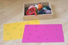 Que tal distribuir letras em um papel A4, separar alguns brinquedos ou objetos da casa e ter um jogo? Essa é a ideia que podemos aplicar para crianças e adult...