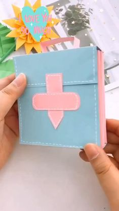 Diy Crafts Hacks, Diy Crafts For Gifts, Creative Crafts, Easy Crafts, Diy Gifts With Paper, Craft With Paper, Creative Ideas For Art, Diy Gifts Videos, Mini Craft