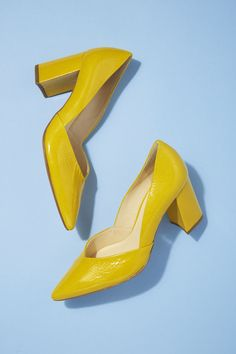 Högl's mustard-yellow patent leather heels will bring the zing to any outfit. Featuring a flattering almond-shaped toe and easy-to-walk in block heel, wear with a vibrant floral dress or sports-inspired track trousers.