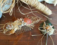 Deniz temalı saç tarağı ve yaka çiçeği modelimiz, gerçek deniz kabukları ve deniz yıldızlarından oluşturulmuş özel bir tasarımdır. Düğün ve