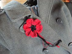 How To Crochet a Remembrance Poppy from scratch. Mikey, from The Crochet Crowd will show you how to create your own. This is a great scrap yarn buster. Poppy Crochet, Crochet Poppy Pattern, Crochet Flower Patterns, Crochet Flowers, Crochet Ideas, Crochet Appliques, Crochet Projects, Crochet Crowd, All Free Crochet