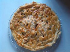 Pastel de pollo, cebolla caramelizada, bacon, datiles y nueces