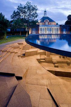 Pavilhão da Serpentine Gallery, em Londres, idealizado por Herzog & de Meuron e por Ai Weiwei
