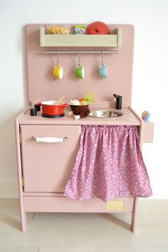 Wooden toy kitchen. PETIT model. #woodentoys #playkitchen #macarenabilbao