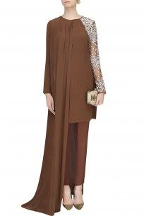 Brown Resham Embroidered Flowers Cape Kurta And Trouser Pants Set #Floral #embroidery #Brown #chic #asymmetric #perniaspopupshop #ohailakhan #clothing #shopnow #happyshopping
