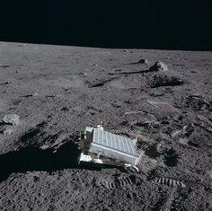 Lunar retro reflector
