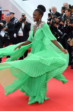 Here's a GIF of Lupita Nyong'o Twirling in Her Green Gucci Gown at the 2015 Cannes Film Festival?See Her Dress From All Angles! | E! Online Mobile