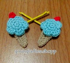 Mini Ice Cream Crochet I'm working on it for anyone who likes ice cream. Crochet Hair Clips, Crochet Hair Styles, Crochet Bows Free Pattern, Appliques, Crochet Necklace, Ice Cream, Mini, Riveting, No Churn Ice Cream