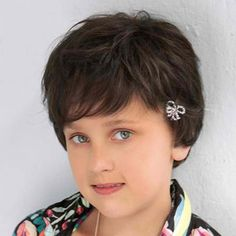 Zoe Children's Wigs by Ellen Wille. High quality children's wigs from Ellen Wille that perfect fit for girls of any age and a cool one for boys. Brown Hair Cuts, Short Hair Cuts, Childrens Wigs, Kids Wigs, Cool Boys Haircuts, Kinds Of Haircut, Monofilament Wigs, Haircut Designs, Cheap Wigs