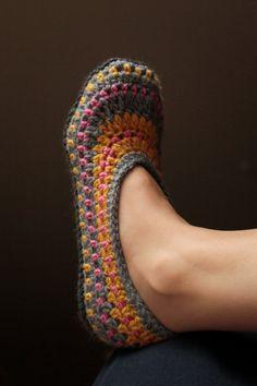 Ganchillo patrón zapatillas zapatillas de Galilea por Mamachee                                                                                                                                                                                 Más