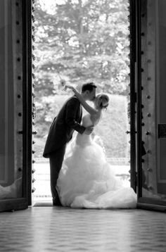 Howletts&Port Lympne @AspinallParksPR Find the perfect pieces for your big day at the Port Lympne Wedding Fair on Sunday 12 January http://www.aspinallfoundation.org/events/port-lympne-mansion-gardens-wedding-show … pic.twitter.com/vcr6bnETQE