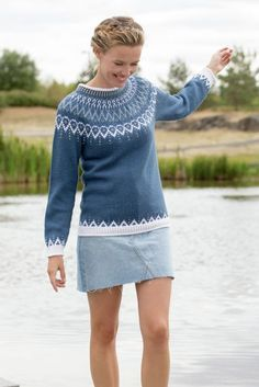 Mammahjerte Genser i Denim, kjøp den som strikkepakke hos HoY. Nordic Pullover, Raglan Pullover, Nordic Sweater, Knitting Stiches, Sweater Knitting Patterns, Free Knitting, Norwegian Knitting, Baby Kimono, Sweater Dress Outfit