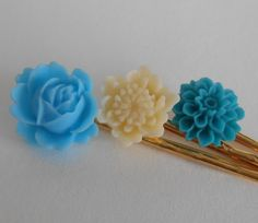 Save 10% today - Use code PIN10  Something Blue Wedding Flower Luck Bobby Pin Set by midwooddesign