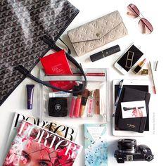 いいね!1,258件、コメント22件 ― Sabrina | the beauty look bookさん(@beautylookbook)のInstagramアカウント: 「Inside this week's bag (@ctilburymakeup beach stick review will be posted tomorrow)」