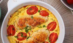 Íme egy nagyon finom recept azokra az estékre, amikor sem időtök, sem különleges alapanyagaitok nincsenek egy vacsorához. Csirke, tejföl, tojás, pár fűszer és kész is van ez a finomság, ami az új kedvencetek lesz!        2 csirkemell filé  330 g tejföl  1 tk dijoni mustár  4 szétválasztott tojás Quiche, Recipies, Pizza, Meals, Cooking, Breakfast, Kitchen, Food, Main Courses