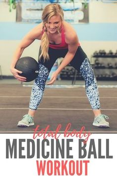 Total Body Medicine Ball Workout (All you need is a med ball!)-All you need is a medicine ball to complete this Total Body Medicine Ball workout! Your upper and lower body and your core will feel the burn! Kettlebell Training, Kettlebell Cardio, Cardio Training, Dumbbell Workout, Strength Training, Triathlon, Total Body Workouts, Bola Medicinal, Biceps