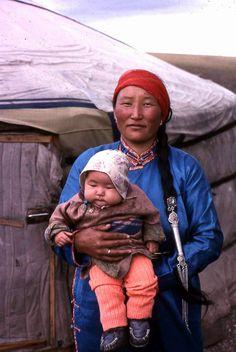 Mother and child, Gichigene Nuruu, 1994