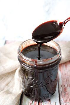 Hjemmelavet Chokoladesauce/sirup – One Kitchen – A Thousand Ideas Diy Dressing, Fudge, First Kitchen, Dessert Sauces, Sweets Cake, Cake Decorating Tips, Fruit And Veg, Milkshake, Chocolate Fondue