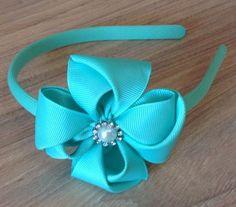 Linda tiara Tiffany, gorgurão importado.  8x8 cm aproximadamente a Flor.