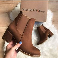 The elegant design of any ankle boots must stand out between the crowds. Suede ankle boots are beautiful and very fashionable this season; Suede Ankle Boots, Ankle Booties, Heeled Boots, Bootie Boots, Shoe Boots, Brown Ankle Boots Outfit, Pretty Shoes, Beautiful Shoes, Cute Shoes