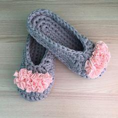 15 new Ideas for crochet socks cute yarns Crochet Gifts, Crochet Baby, Knit Crochet, Crochet Sandals, Crochet Slippers, Baby Patterns, Crochet Patterns, Cotton Cord, Crochet Slipper Pattern