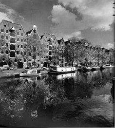 1960. View on the Brouwersgracht in Amsterdam. Photo Cas Oorthuys. #amsterdam #1960 #Brouwersgracht