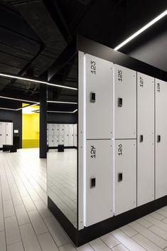 Gym Design, Wall Design, Commercial Center, Gym Room, Black Fitness, Changing Room, Just Relax, Lockers, Locker Storage