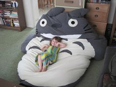 DIY Totoro bed. I would <3 this
