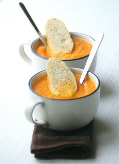 Carrot Ginger Detox Soup by lendryggen  2 medium carrots   2 medium parsley   1/6 tsp of fresh grated ginger   500ml vegetable broth or water ,half a teaspoon of butter       Peel the vegetables, cut into slices and fry.   Once they are slightly soft, pour the broth and cook until tender.   Add the ginger and cook for another 2 minutes.  blend to consistancy you like