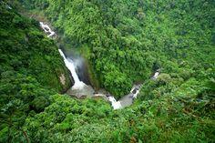"""Parque nacional de Khao Yai: Es el primer parque nacional del país y el segundo más grande con una extensión de 2.168 km2. En 2005 fue inscrito como Patrimonio de la Humanidad por la UNESCO junto a las Montañas de Dong Phayayen con el nombre de """"Conjunto forestal de Dong Phayayen y Khao Yai"""".  Como anécdota saber que sus cascadas """"Haeo Suwat"""" se hicieron famosas por aparecer en la película """"La Playa""""."""