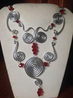 #collana in #alluminio con #cristalli #rossi. Info@oro18.eu #oro18 #bigiotteria #bijoux #jewelry Presto su www.oro18.eu