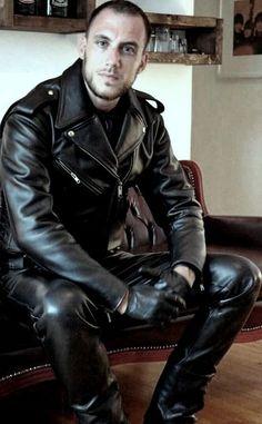 Leather | Boots | Chaps nel 2020 | Pelle nera, Uomini e Pelle