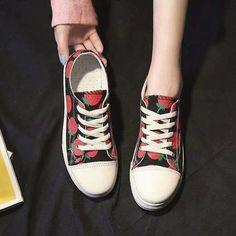 Korean Shoes, Chuck Taylor Sneakers, Chuck Taylors, Facebook, Fashion, Moda, La Mode, Fasion, Fashion Models