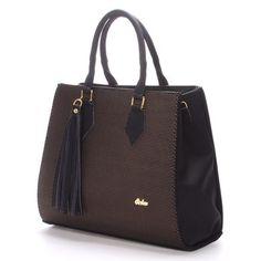 #luxus #kabelka Luxusní zlato-černá kabelka z odlehčeného materiálu. Dopřejte si trochu luxusu za rozumnou cenu. Kabelka ale není pro každého, uměli byste nosit takovou kabelku třeba na předloktí? Uvnitř je rozdělena kapsou na zip a po stranách jsou menší kapsičky. Popruh je součástí balení, ale kabelka vypadá rozhodně lépe v ruce než přes rameno. Bags, Fashion, Handbags, Moda, Fashion Styles, Totes, Lv Bags, Hand Bags, Fashion Illustrations