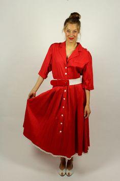 9df50cad1c6593 Vintage Kleid Spitze rot retro. Mehr auf oma-klara.de