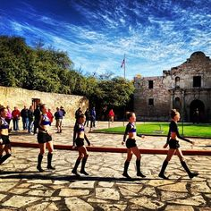 Taking an afternoon stroll down by the Alamo with some #AGT hopefuls! #AGTSanAntonio