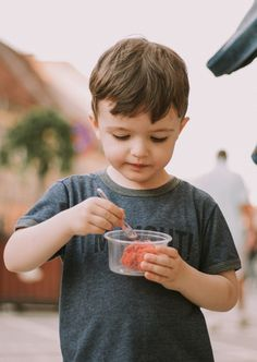 4 Top Tips For Feeding Kids On Vacation Mini Pizzas, Cute Baby Boy Images, Eating Pictures, Boys Playing, Boy Photos, Crew Neck Shirt, Travel With Kids, Family Travel, Family Vacations