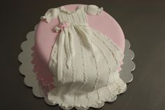 What a delicate and beautiful Christening Cake for a baby girl! Love it
