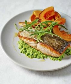 High omega 3 recipe for heart health, healthy skin, and healthy joints! Fast, easy, and insanely delicious. Salmon Butternut squash and pea puree Dale Pinnock Vegetarian Recipes, Healthy Recipes, Healthy Dinners, Healthy Foods, Clean Eating, Healthy Eating, Healthy Skin, Salad Places, Dale Pinnock
