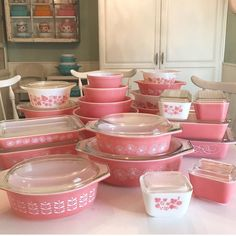 Gathering up all of the to do a V-day display! Antique Glassware, Vintage Kitchenware, Vintage Dishes, Vintage Pyrex, Vintage Tins, Pyrex Display, Rare Pyrex, Pink Pyrex, Pink Dishes
